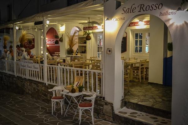 Questa immagine ha l'attributo alt vuoto; il nome del file è Lavoro-su-isola-dellAntiparos-ristorante.jpg