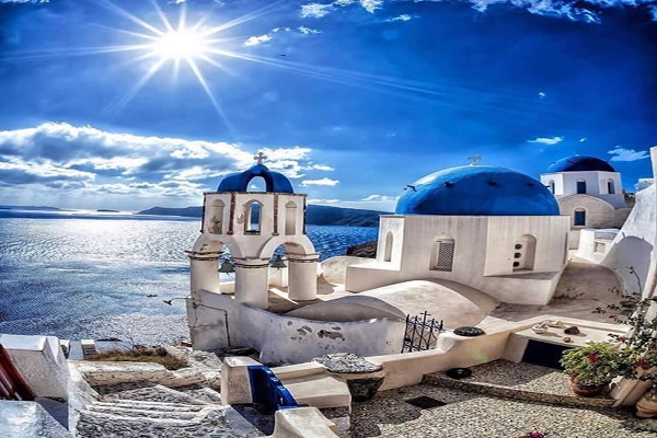 Cercasi cameriera a Santorini